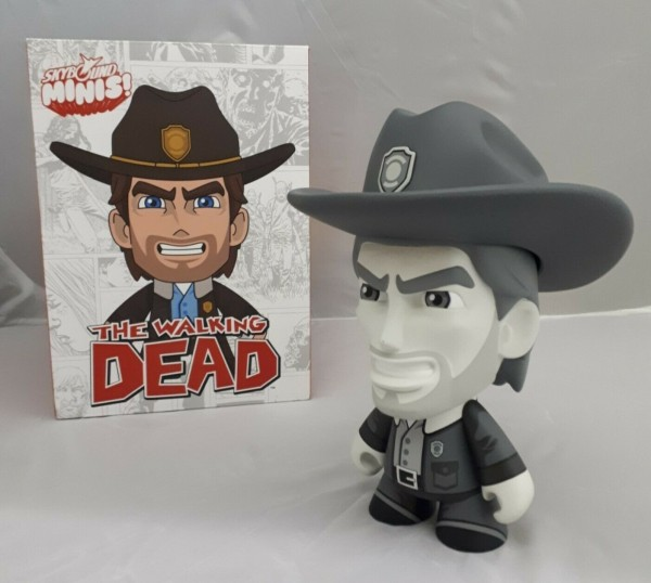 Skybound The Walking Dead Rick Grimes Mini Figur, 16 x 19 cm, limited black-white